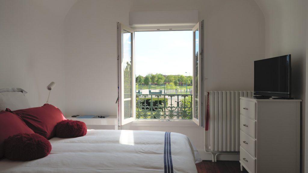 La chambre 16, fenêtre grande ouverte.