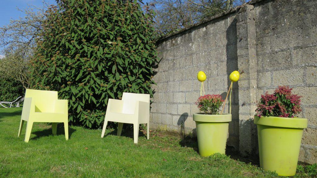 Un coin détente dans le jardin de la maison